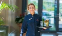 waitress_serving_drinks_in_Clayton_Hotel_City_of_London