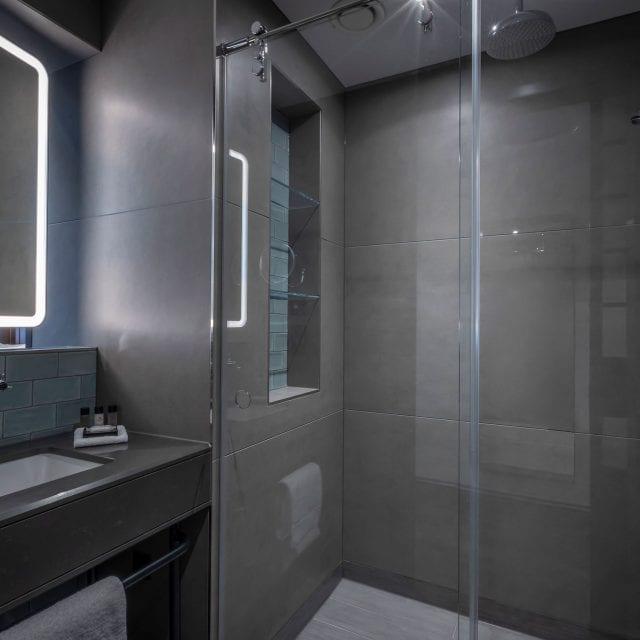 hotel bathroom central london