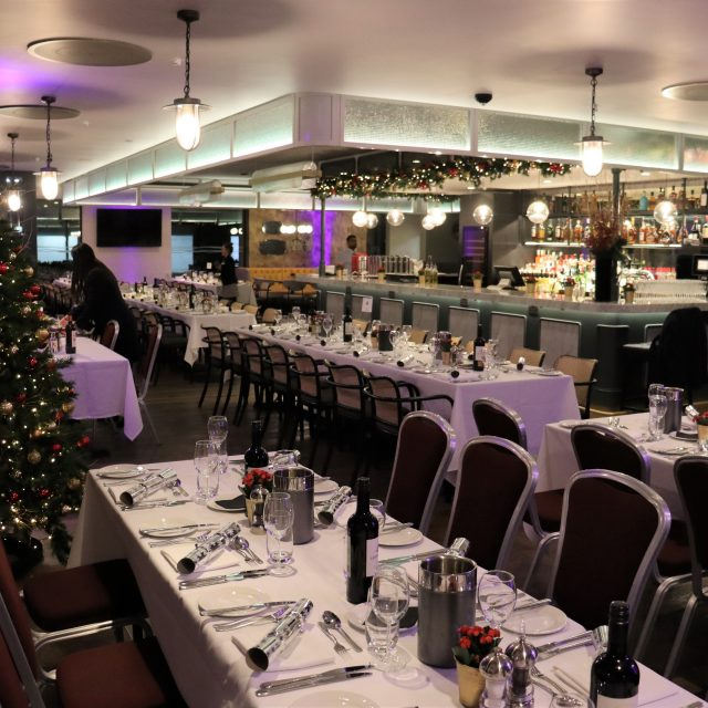 christmas dining set up